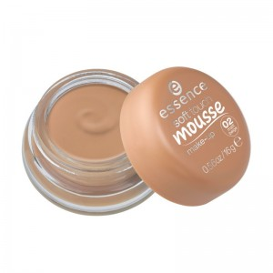 essence - soft touch mousse make-up 02