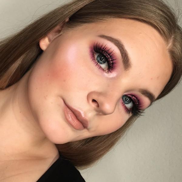 2019-05-27-Lara-plum-makeup-look-25j7Kx73QGFiux